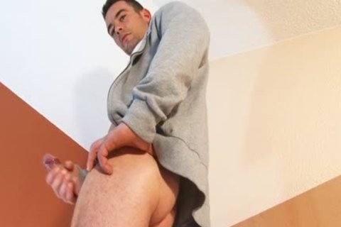 Beautifull Hetero Fitness dad gets Wanked His gigantic knob By A twink !